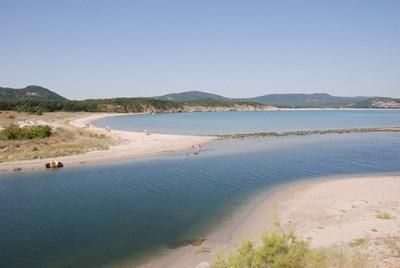 Красивото устие на Ропотамо, където реката се влива в Черно море.