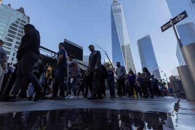 Американци отбелязват годишнината от атентатите в Ню Йорк СНИМКА: РОЙТЕРС