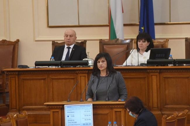 Председателката на групата на ГЕРБ Даниела Дариткова призова съпартийците си да подкрепят президентското вето.