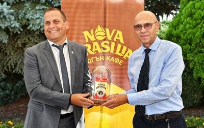 """Кафе """"Nova Brasilia"""" отбелязва производството на 500-милионната си опаковка за българския пазар"""