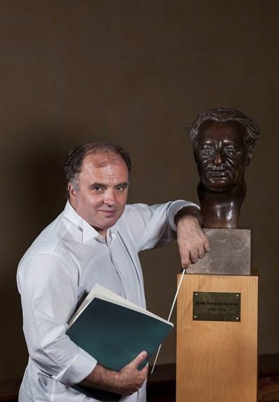Найден Тодоров е един от най-изявените български диригенти. А от 2017 г. е директор на Софийската филхармония. Носител на десетки престижни награди, той е работил с много от най-големите световни музикални имена. Освен диригент Найден Тодоров е тромпетист, пианист и композитор.  СНИМКА: РУДИ БЕЖЕВ