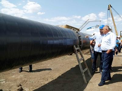 """Премиерът Бойко Борисов проверява изграждането на транзитен газопровод за Турция в участъка """"Лозенец - Недялско"""" СНИМКИ: МС"""