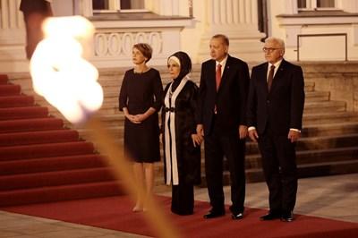 Валтер Щайнмайер и съпругата му позират със семейство Ердоган СНИМКА: Ройтерс