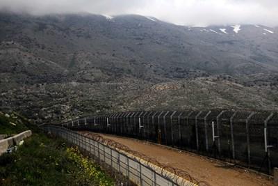 Оградите се наблюдават по линията на прекратяване на огъня между Израел и Сирия в окупираните от Израел Голански възвишения. Снимка: Ройтерс
