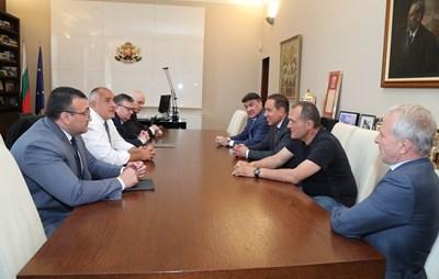 Шефовете на футболните клубове срещу премиера Бойко Борисов и Сотир Цацаров. СНИМКА: Министерски Съвет