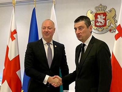 Премиерът на Грузия Георги Гахария посреща министъра на транспорта Росен Желязков. СНИМКА: Министерство на транспорта