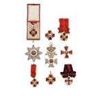"""Продадената колекция на Дянчиев. В средата е великият кръст на """"Свети Александър"""" с брилянти."""