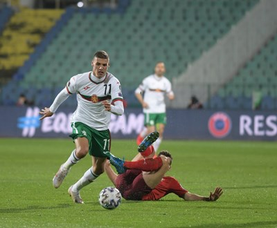 Кирил Десподов предолява защитник на Швейцария в световната квалификация. СНИМКА: Йордан Симеонов