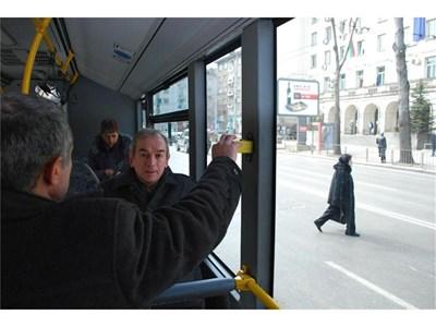 """Наесен перфораторите ще изчезнат от превозните средства в столичния градски транспорт след довършване на тикет системата.  СНИМКА: """"24 ЧАСА"""""""