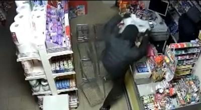 Крадците задигнали стекове с цигари за 47 секунди. Кадър: NOVA