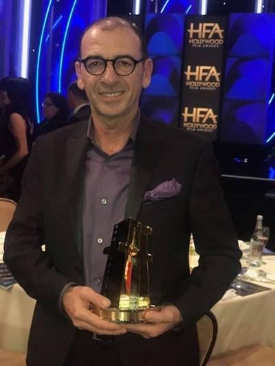 Димитър Маринов с наградата за каст/ансамбъл на фестивала Холивуд Филм.