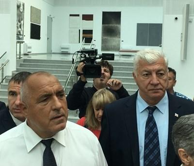 Здравко Димитров придружаваше премиера Бойко Борисов по време на разходката му из галериите и старините в Пловдив в понеделник.
