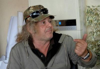 Еро Фабрицио Фрески от Шишманци е сломен от начина, по който са му откраднали фирмата чрез измама.