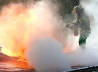 Екип пожарникари от Червен бряг загасили пламъците, които погълнали 10 кв.м. покрив.