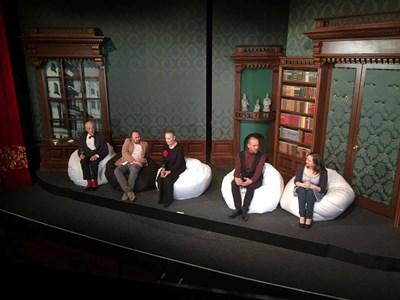 """Актьорите по време на постановката """"Хората от Оз"""". Цветана Манева е в средата. СНИМКА: АВТОРЪТ"""