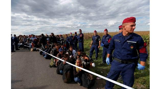 """Войната на ЕС с мигрантите - скандалът """"Водолей"""" свали маските и минира преговорите между страните членки"""