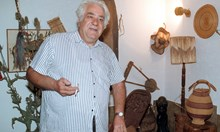 През 80-те братът на Луканов източил $26 000 от посолството в Зимбабве. След проверка бил принуден да върне $23 000 и да напусне МВнР