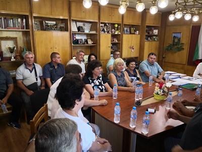 Среща на селските кметове и наместници с ръководството на ВиК организира днес кметът на община Дупница инж. Методи Чимев.