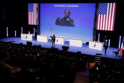 """Стив Банън, който бе специален гост на конгреса на френския крайнодесен """"Национален фронт""""СНИМКА: РОЙТЕРС"""