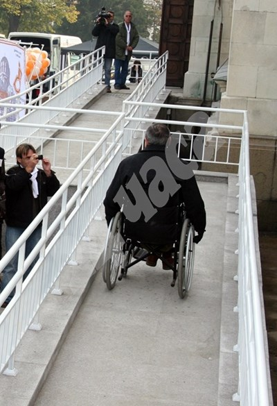 Фирмите ще могат да кандидатстват за средства за поставяне на рампи за инвалиди. СНИМКА: 24 часа