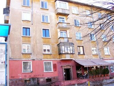"""Блокът на врачанкския бул.""""Никола Войводов"""", в който на последния етаж живеели Йорданови. СНИМКИ: АВТОРЪТ"""