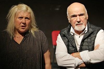 Албена Михова е поканена от режисьора Димитър Еленов да партнира на младите актьори. Тя с усмивка приема. СНИМКА: Благой Кирилов