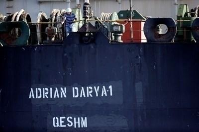 """Санкционирани са и дъщерни компании на индийска фирма, които имат дял в """"Адриан Даря"""" - иранския танкер, който плава из Средиземно море, след като бе освободен от гибралтарските власти. Снимка РОЙТЕРС"""