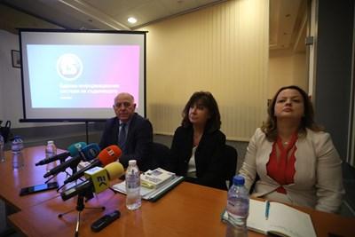 Членовете на ВСС Боян Магдалинчев, Вероника Имова и Гергана Мутафова представиха напредъка по проекта за Единната електронна система на съдилищата.  СНИМКА: Николай Литов