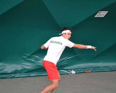 Още един талант в тениса показа как тренира у дома (Видео)