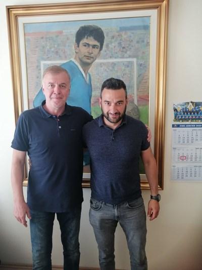 """Наско Сираков и Степан Хиндлиян след среща в офисите на """"Левски"""" на 19 май."""