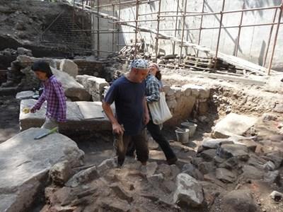 Елена Божинова и колегата й Камен Станев се натъкнаха на зловеща находка от ІІІ век.