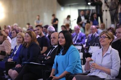 Лиляна Павлова, Томислав Дончев и Екатерина Захариева участваха в заключителната дискусия за европредседателството.  СНИМКА: САЙТ НА ПРЕДСЕДАТЕЛСТВОТО