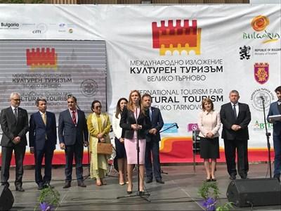 """Николина Ангелкова откри изложението """"Културен туризъм"""" във Велико Търново"""