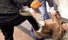 В Бяла Слатина цигани биха полицай,  настоял да не кършат липи