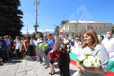 Кметът на София Йорданка Фандъкова по време на честванията по случай рождението на Иван Вазов СНИМКИ: Николай Литов СНИМКА: 24 часа