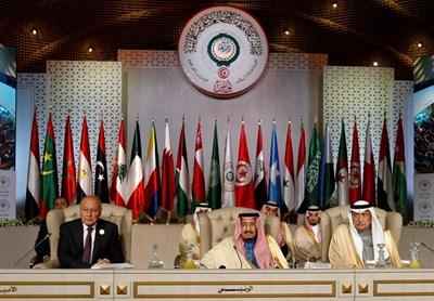 Генералният секретар на Лигата на арабските държави Ахмед Абу Гаит, крялат на Саудитска Арабия Салман бин Абдулазиз и саудитският външен министър Ибрахим ал Асаф Снимка: Ройтерс