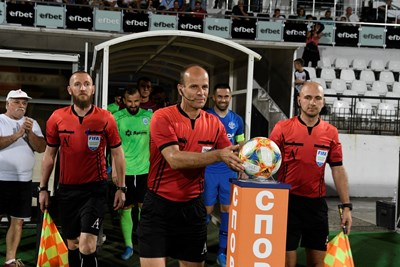 Министър Кралев награди Николай Йорданов за рекордния му мач №255 в елита на българския футбол