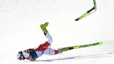 """Швейцарецът Кринбюл е с доста контузии след падането на """"Щрайф"""". СНИМКА: РОЙТЕРС"""