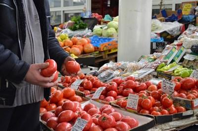 Оранжерийните домати поевтиняват до средно 1,28 лв./кг на едро.