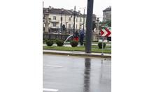 Поливане на зелени площи по време на дъжд