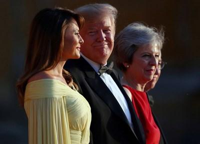Мелания Тръмп, Доналд Тръмп и Тереза Мей  СНИМКИ: Ройтерс
