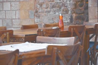 Край на големите групи в гръцките таверни - на маса могат да сядат само четирима, а на събирания в заведенията - не  повече от девет души СНИМКА: Pixabay