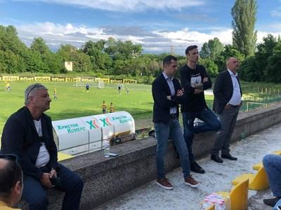 """Димитър Бербатов разговаря на стадион """"Марица"""" с представители на футболните клубове от Пловдив и областта."""