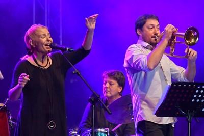 След 14-годишна пауза Хилда Казасян пя пак на фестивала в Банско.