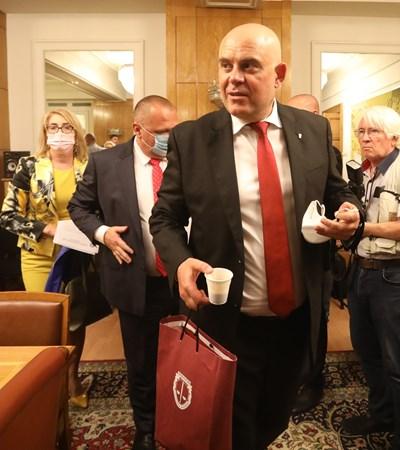 Главният прокурор Иван Гешев преди заседанието на комисията СНИМКА: Николай Литов