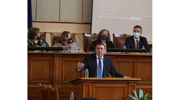 Ангелов към депутати: Палехте маски и казвахте, че няма вирус, сега сте загрижени (Снимки)
