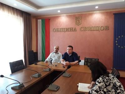 Кметът на Свищов Генчо Генчев и шефът на ВиК оператора инж. Димитър Владов по време на пресконференцията