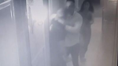 Британецът, сниман от охранителна камера, вилнее в хотела. Кадър: bTV