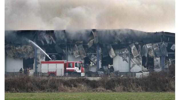 Прокуратурата подхвана пожара в завода за месо край Войводиново