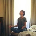 Две прости движения преди лягане правят чудеса за съня ви (видео)